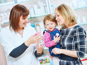 pharmacist talking to the child